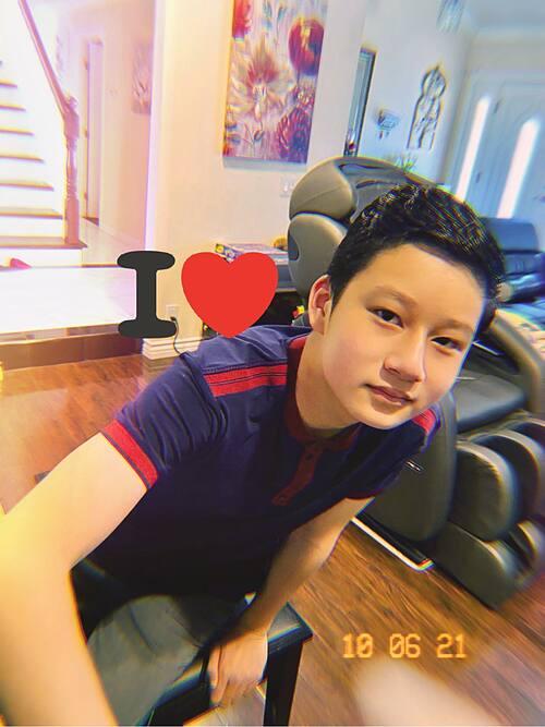 Bé Bảo Nam ngày càng cao lớn, ra dáng hot boy khi sắp đón tuổi 14. Nhiều khán giả nhận xét cu cậu như bản sao của bố - ca sĩ Quang Dũng.