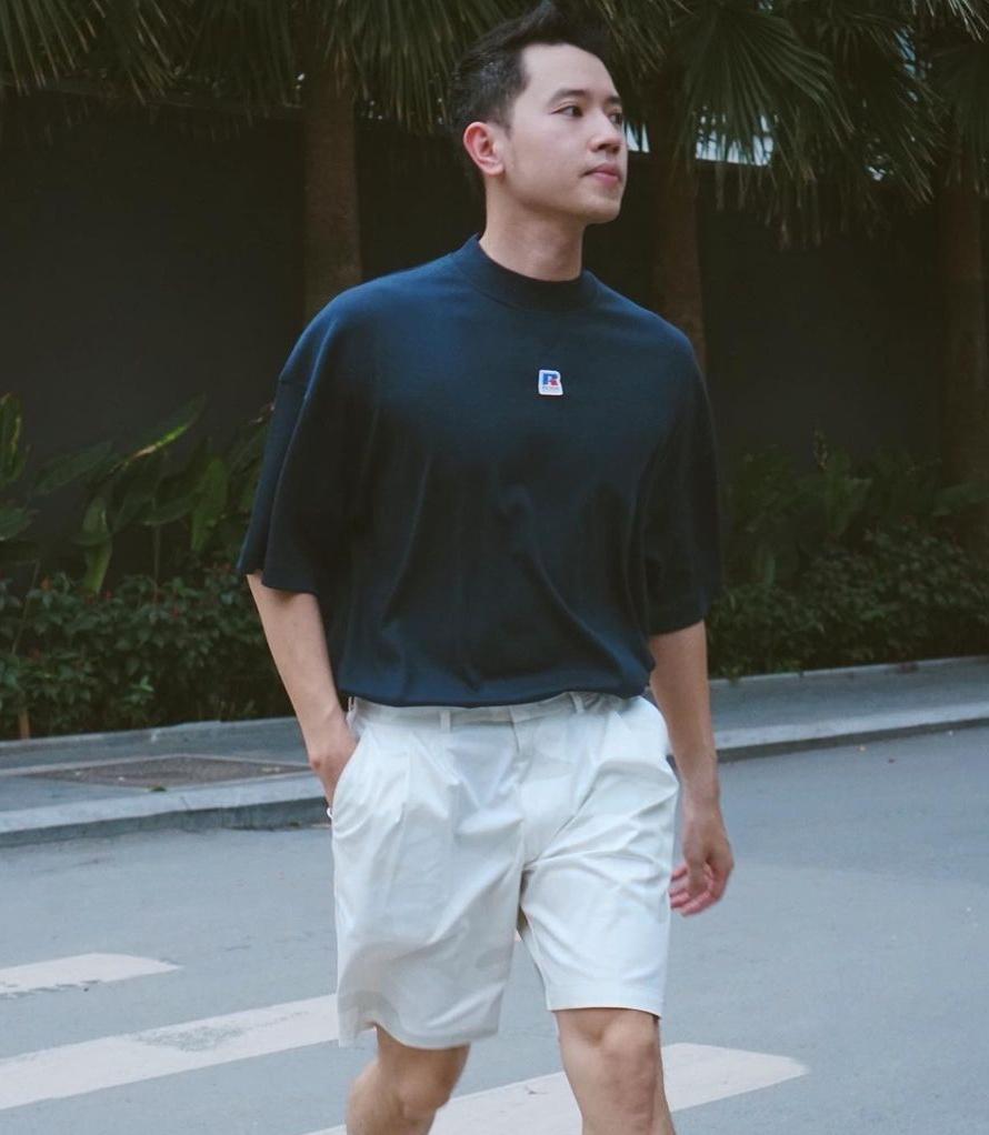 Blogger Quang Đạt đơn giản nhưng cá tính với áo phông bán chạy nhất bộ sưu tập mới.