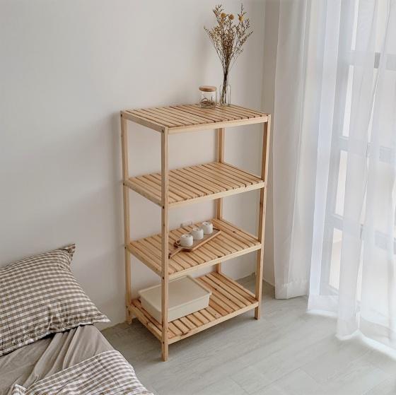 Kệ để đồ 4 tầng đa năng Tâm House KT004 - Gỗ 379.000đ (- 27 %)Kích thước :     60 x 40 x 110cm (Dài x Rộng x Cao)Kệ để đồ 4 tầng đa năng Tâm House KT004 với chất liệu gỗ bền, đẹp, đã qua xử lí chống ẩm mọt cong vênh và không gây bụi gỗ gây ảnh hưởng sức khỏe và được thiết kế lắp ráp gọn nhẹ, dễ dàng tháo lắp di chuyển tạo cho căn phòng 1 không gian sang trọng, hiện đại và tinh tế.Đa công dụng: kệ sách, kệ quần áo, giày dép, kệ trang trí, kệ bếp, ...  - Khả năng chịu lực và độ bền cao  - Vật trang trí mang tính thẩm mỹ cao cho ngôi nhà, đặc biệt là những bạn thích decor  - Kích cỡ và màu sắc đa dạng, phù hợp với mọi không gianBảo hành 1 đổi 1 miễn phí trong vòng 7 ngày nếu sản phẩm có lỗi kĩ thuật.  - Bảo hành chất lượng sản phẩm 12 tháng