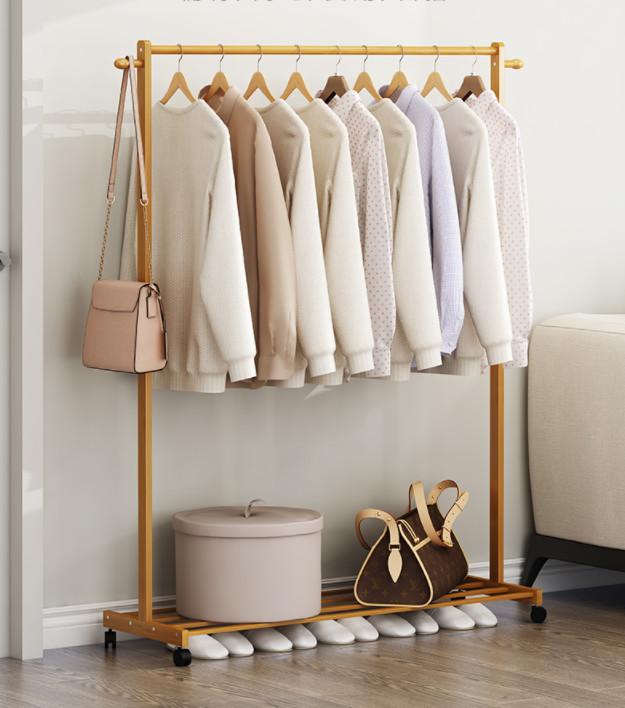 Giá treo quần áo đa năng KT030 Tâm House - Gỗ436.050đ (- 16 %)Giá treo quần áo đa năng KT030 Tâm House với chất liệu gỗ bền, đẹp, đã qua xử lí chống ẩm mọt cong vênh và không gây bụi gỗ gây ảnh hưởng sức khỏe,chịu lực cao.Sản phẩm được thiết kế lắp ráp thông minh, gọn nhẹ dễ dàng tháo lắp di chuyển tạo nên sự tiện lợi tối đa và mang lại sự tinh tế, hiện đại cho căn nhà của bạn.  Giá/Kệ treo quần áo đa năng KT030 Tâm House-gỗ thông tự nhiênKích thước sản phẩm: 80cm x 35cm x 140cm (Dài x Rộng x Cao)  -Chất liệu: gỗ thông nhập khẩu  -Màu sắc: gỗ tự nhiên  -Xuất xứ: Việt Nam  - Chất liệu gỗ bền, đẹp, đã qua xử lí chống ẩm mọt cong vênh và không gây bụi gỗ gây ảnh hưởng sức khỏe – Chịu lực cao  - Sản phẩm được thiết kế lắp ráp thông minh tạo nên sự tiện lợi tối đa  - Gọn nhẹ dễ dàng tháo lắp di chuyển   -Tiện dụng- Tối giản- Tinh tế   -Tiêu chuẩn xuất khẩu kèm giá cả hợp lý  -Khách hàng tự trải nghiệm phong cách của chính mình