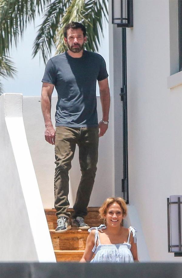 Ben Affleck đến Miami thăm Jennifer Lopez vào tháng 5.