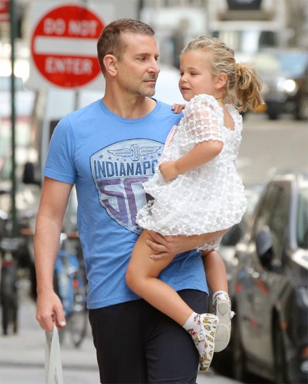 Bradley rất yêu con gái và tận tâm với vai trò làm cha.
