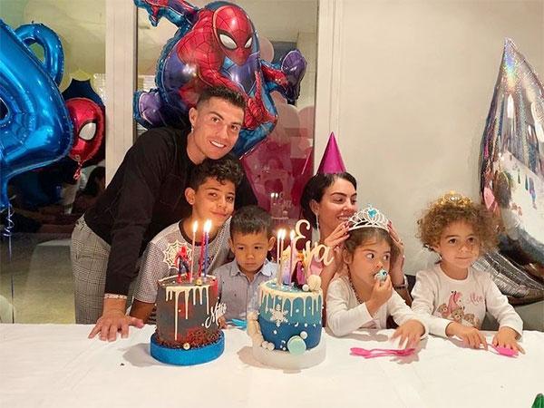 C. Ronaldo cùng Georgina Rodriguez mừng sinh nhật 4 tuổi cặp song sinh Eva và Mateo hôm 6/6. Ảnh: Instagram.