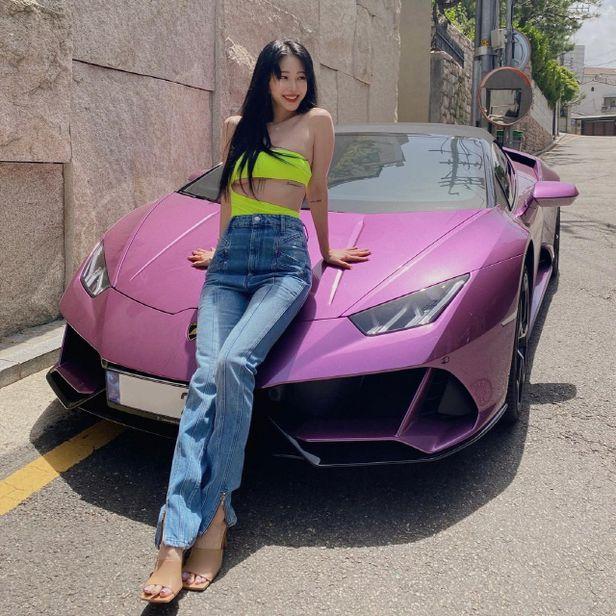 Han Ye Seul công khai chiếc xe được tình cũ tặng.