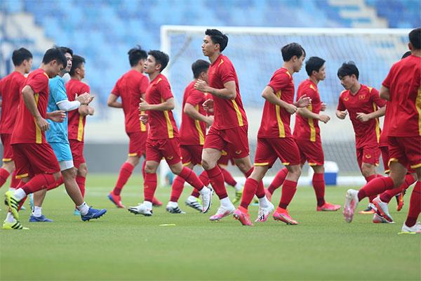 Các cầu thủ Việt Nam có tâm lý thoải mái trước cuộc đối đầu Malaysia đêm nay. Ảnh: Lâm Thỏa.