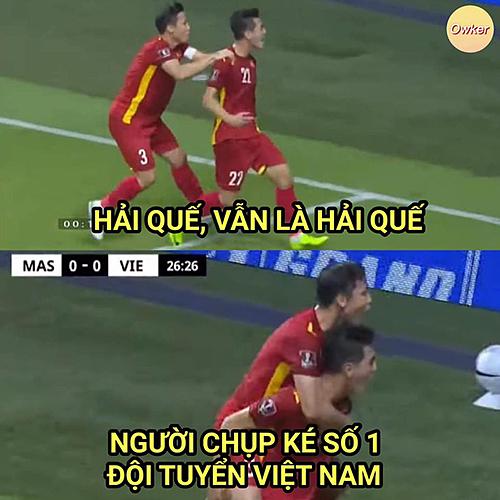 Trong trận đấu với Indonesia trước đó, Quế Ngọc Hải không ghi bàn nhưng luôn chạy thật nhanh tới để ăn mừng cùng đồng đội. Nhiều người hâm mộ trêu anh là người chụp ké số 1 tuyển Việt Nam.