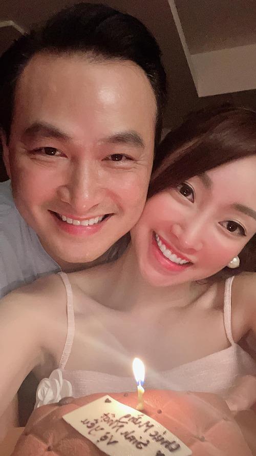 Lý Thùy Chang hạnh phúc đón tuổi mới bên ông xã Chi Bảo.