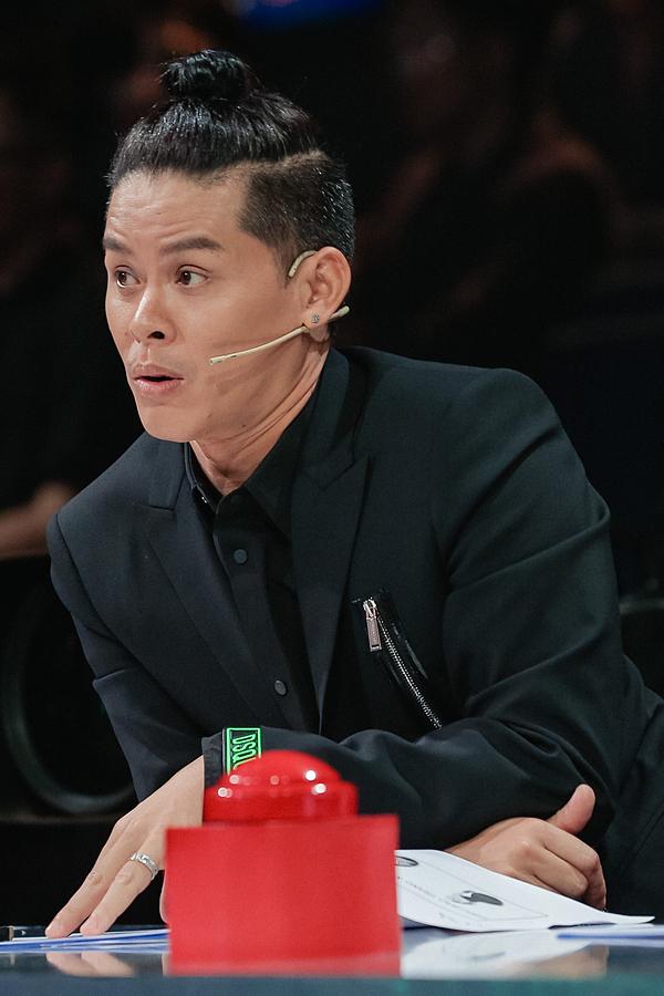 Giám khảo John Huy Trần đồng tình với ý kiến của giọng ca 33 tuổi, mong các đội chơi tập trung tập luyện.
