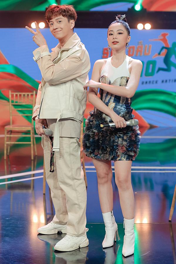 Ngô Kiến Huy - Tuyền Tăng dẫn dắt chương trình. Tập đầu được phát sóng vào tối 12/6 trên kênh HTV7.