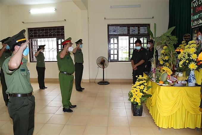 Ban thờ vọng được các chiến sỹ Công an TP Bắc Ninh lập, để Đại úy Thái phần nào hoàn thành tâm nguyện của mình.