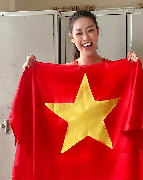 Hoa hậu Khánh Vân hô vang: Tuyệt vời quá Việt Nam ơi. Việt Nam chiến thắng.