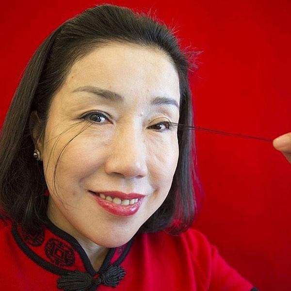 Jianzia từng được ghi vào sách kỷ lục Guinness vào năm 2016 với bộ lông mi khi đó dài 12,5 cm. Ảnh: China Images.