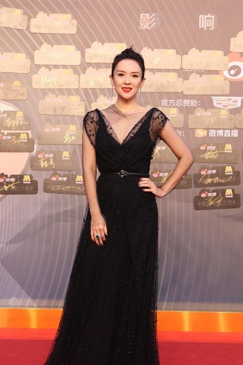 Tối 12/6, hoa đán Chương Tử Di cùng dàn sao của showbiz Hoa ngữ hội tụ trong sự kiện Đêm điện ảnh Weibo tại thành phố Thượng Hải.