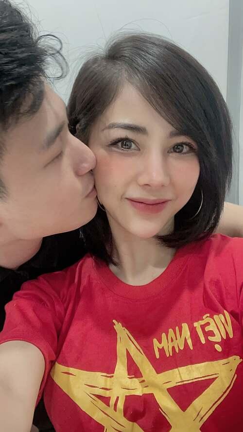 Huỳnh Anh đăng ảnh tình tứ bên bạn gái Bạch Lan Phương và ví yêu Việt Nam như yêu bà xã.