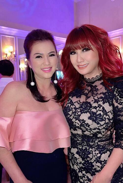 Ca sĩ Phương Loan đọ sắc bên Trizzie Phương Trinh trong tiệc sinh nhật một người bạn tại Mỹ.