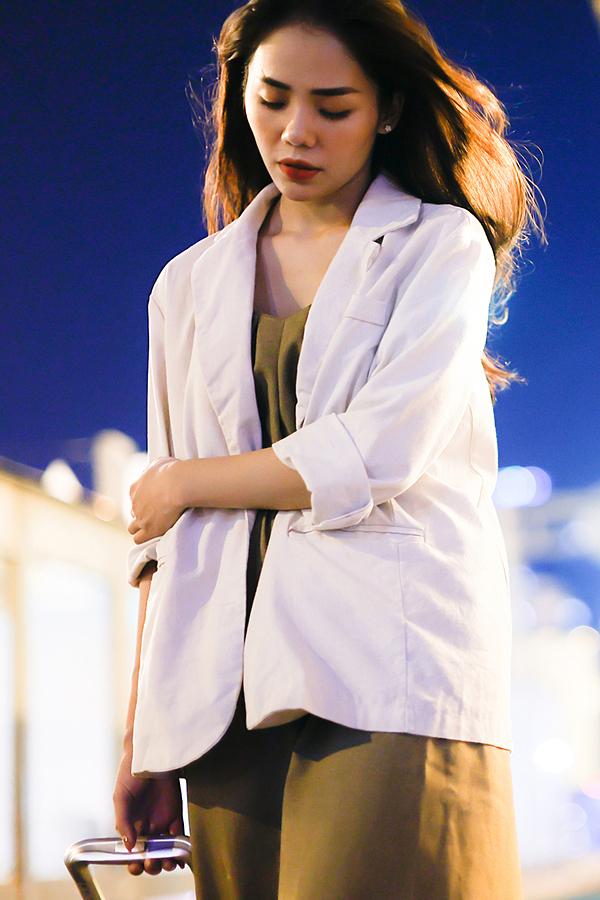 MV được quay tại TP HCM vào lúc hoàng hôn. Sinh sống tại Hà Nội, nữ ca sĩ 28 tuổi sắp xếp công việc, bay vào Sài Gòn, dành ra một ngày để ghi hình trước khi dịch bùng phát.