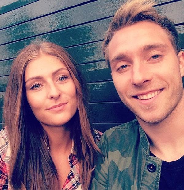 Sabrina sinh ra ở Tommerup - một thị trấn nhỏ hơn 1.500 người của Đan Mạch. Sau khi Eriksen chuyển sang Anh khoác áo Tottenham từ 2013, Sabrina cũng bỏ dở công việc ở quê nhà đi theo anh sang xứ sở sương mù. Năm 2016, cặp đôi mua một căn nhà ở Hampstead, Anh, khi sự nghiệp của tiền vệ Đan Mạch thăng hoa.