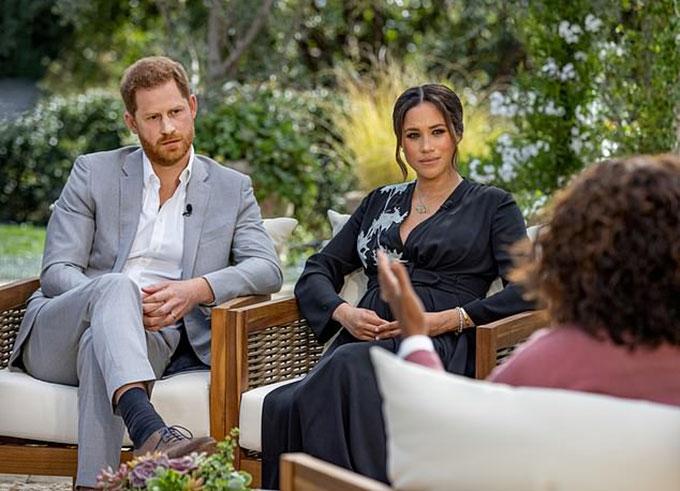 Harry và Meghan trong cuộc phỏng vấn với Oprah Winfrey. Ảnh: Reuters.