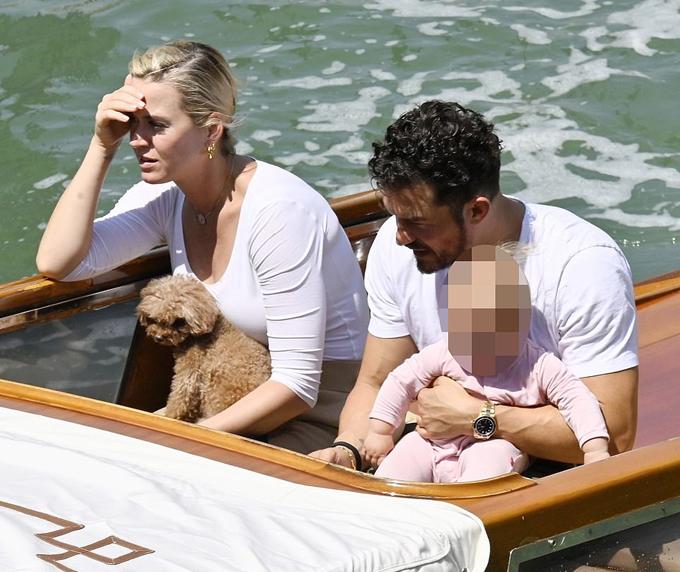Gia đình Katy Perry có chuyến du lịch châu Âu đầu tiên từ khi sinh con gái Daisy vào hè năm ngoái. Dịch bệnh đã được kiểm soát ở Italy giúp cặp sao yên tâm tới thăm thành phố thơ mộng Venice.