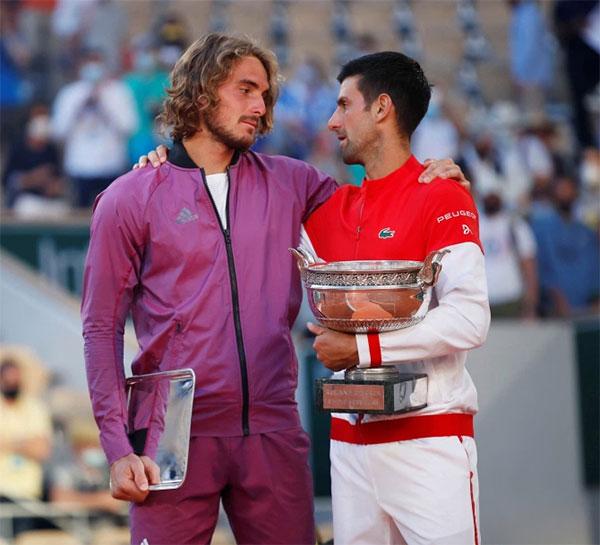 Sức trẻ và tài năng của Tsitsipas vẫn chịu thua trước bản lĩnh và quật khởi của đàn anh giàu kinh nghiệm Djokovic. Ảnh: Reuters.