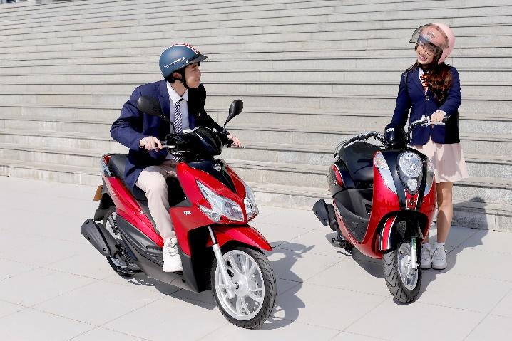 Passing 50 (trái) và Elite 50 là lựa chọn phù hợp cho học sinh, sinh viên.