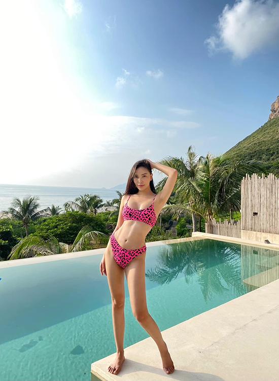Bạn gái tin đồn của số 22 tuyển Việt Nam trong một chuyến xả hơi ở Six Senses Côn Đảo - khu resort được mệnh danh là showbiz thu nhỏ bởi từng tiếp đón vô số nghệ sĩ từ ca sĩ, diễn viên, người mẫu nổi tiếng.