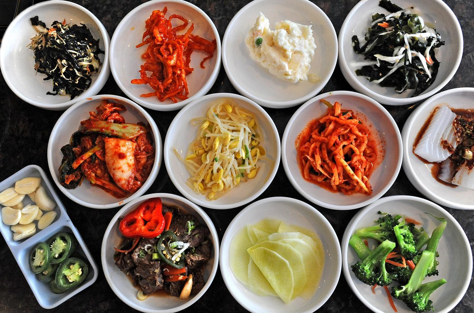 Các món kim chi trong bữa cơm của người Hàn Quốc.
