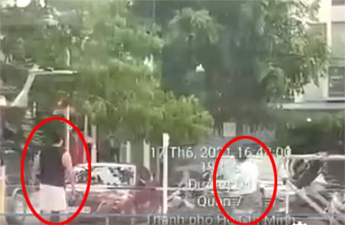 Hình ảnh vợ chồng Pha Lê không đeo khẩu trang chơi cầu lông bị lan truyền trên mạng.