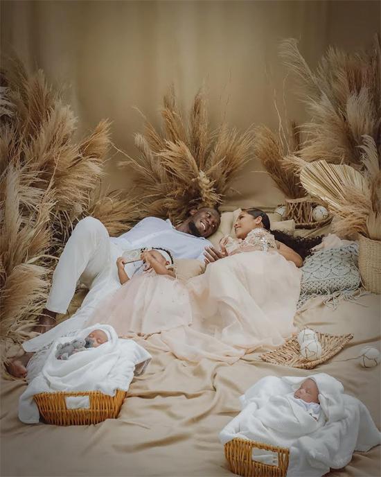 Cặp đôi gắn bó suốt 6 năm và giữ bí mật về hai em bé mới chào đời khi con gái Olympia mới tròn một tuổi.
