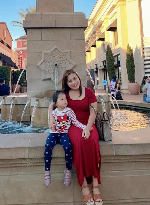 Chị Quỳnh Như và con gái.