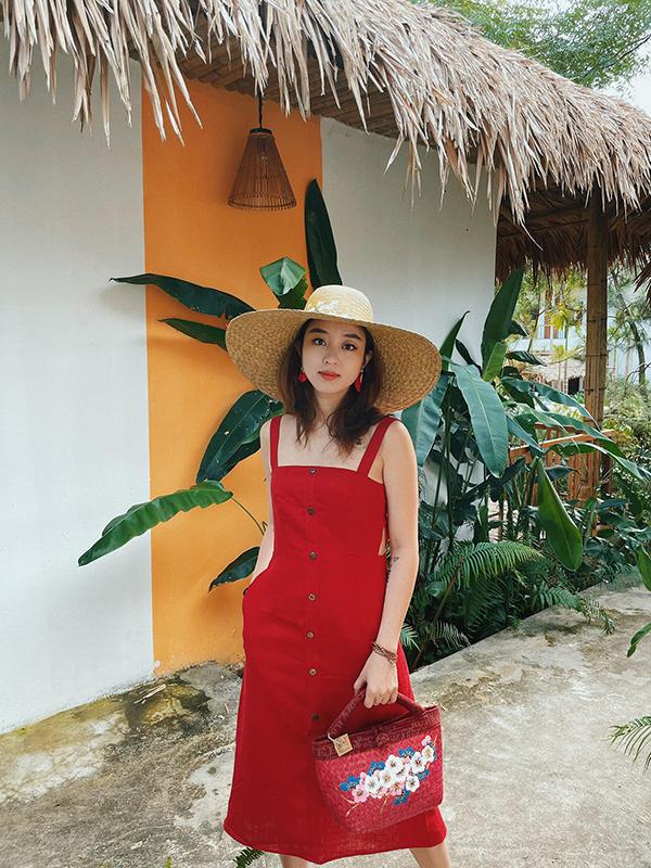 Vì lâu mới được đi du lịch nên Mi Vân mang theo nhiều trang phục sặc sỡ, phối đồ ton sur ton để chụp ảnh sống ảo.