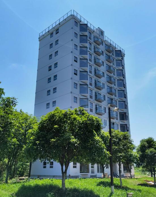 Tòa chung cư 10 tầng hoàn thiện sau hơn một ngày xâu dựng. Ảnh: Broad Group.