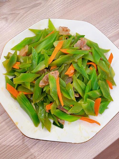 Sau khi thu hoạch rau trái, Hinh Dư sẽ dùng để chế biến nhiều món ngon cho gia đình, vừa bổ dưỡng và an toàn trong mùa Covid-19.