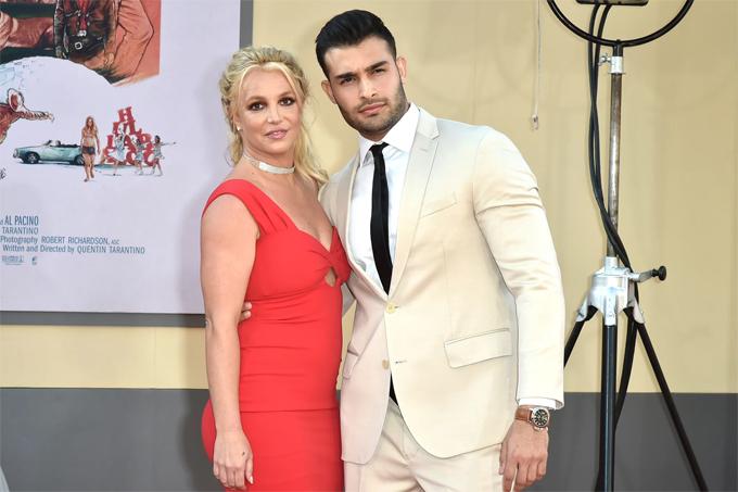 Britney muốn có con với bạn trai, người mẫu Sam Asghari, nhưng không được bố cho phép.