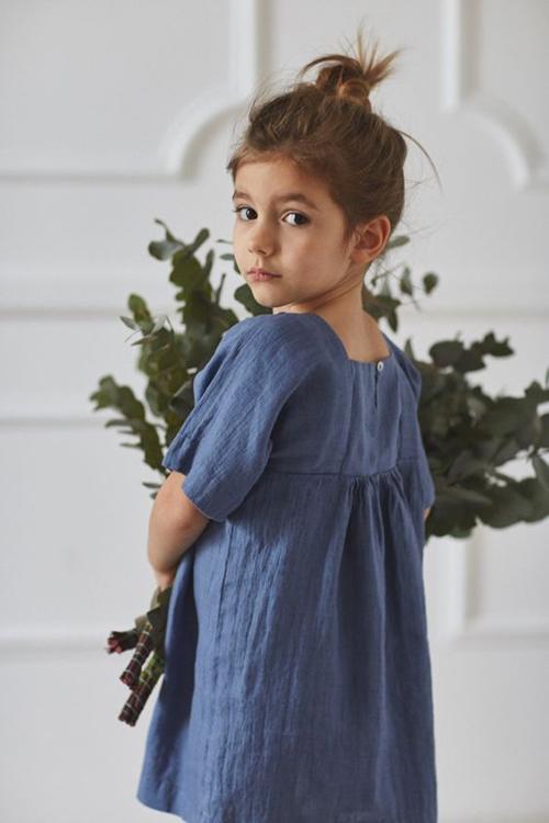 Đầm cổ điển với màu đơn sắc dịu nhẹ dành cho các cô nàng thích phong cách tiểu thư, công chúa.