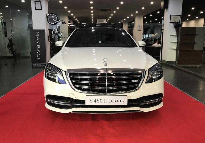 Một chiếc S 450 Luxury tại đại lý.