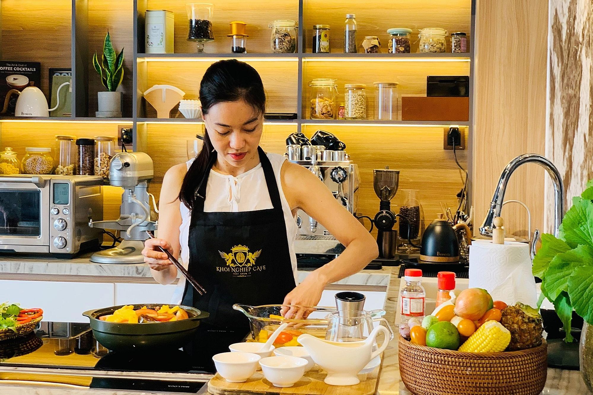 Bún ca ngừ kho đậm đà của bà trùm hoa hậu Phạm Kim Dung - 1