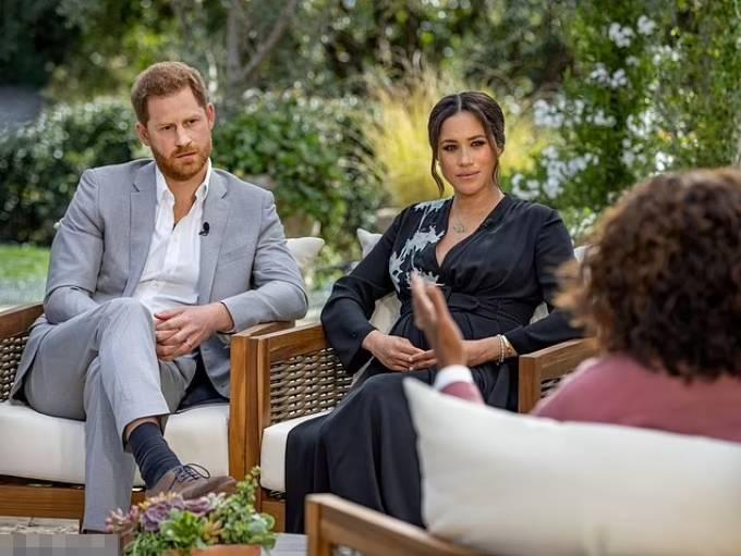 Vợ chồng Harry trong cuộc phỏng vấn gây sốc với Oprah Winfrey hồi tháng 3. Ảnh: Reuters.