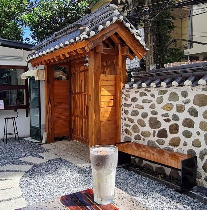 Quán cà phê xinh xắn mang style Hàn Quốc gần hồ Tây. Ảnh: inkyu._.jeong
