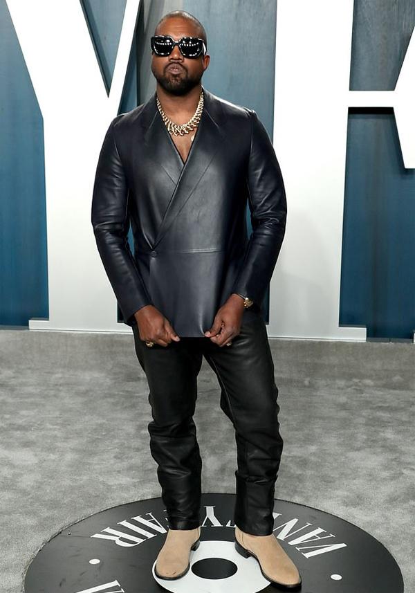Kanye West đang theo đuổi Irina Shayk sau khi ly hôn Kim Kardashian.