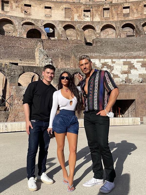 Ngôi sao Mỹ khoe ảnh tới Đấu trường La Mã. Cô đang tận hưởng chuyến du lịch châu Âu đầu tiên sau khi ly hôn rapper Kanye West vào đầu năm nay.