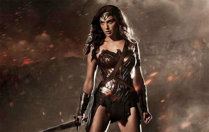 Gal Gadot quay Wonder Woman năm 2016 trong những tháng mang bầu đầu tiên.