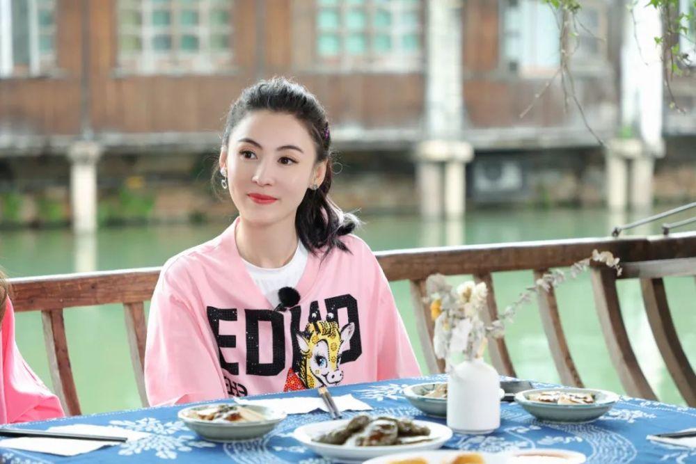 Trương Bá Chi cho biết dần quen với cuộc sống ở Thượng Hải.