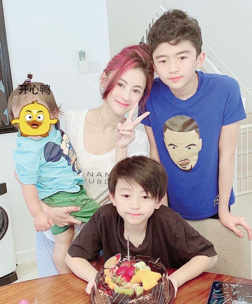 Bá Chi và ba con trai.