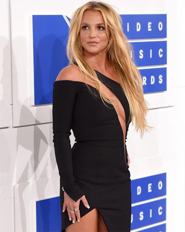 Ca sĩ Britney gây chấn động với lời khai về cuộc sống như nô lệ dưới sự giám hộ của bố đẻ.