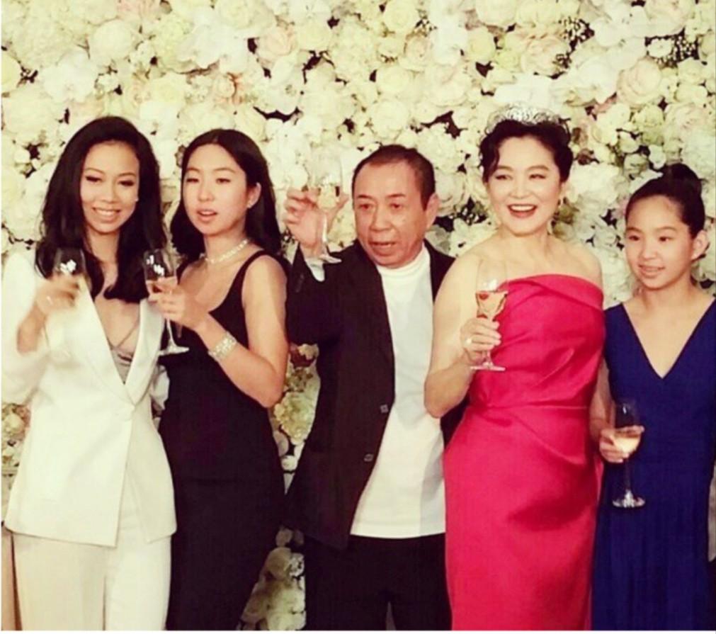 Lâm Thanh Hà và chồng cùng ba con: hai chung, một riêng.