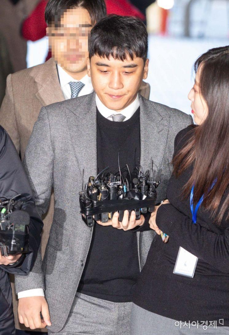 Trong những phiên tòa trước, Seungri phủ nhận mọi cáo buộc.