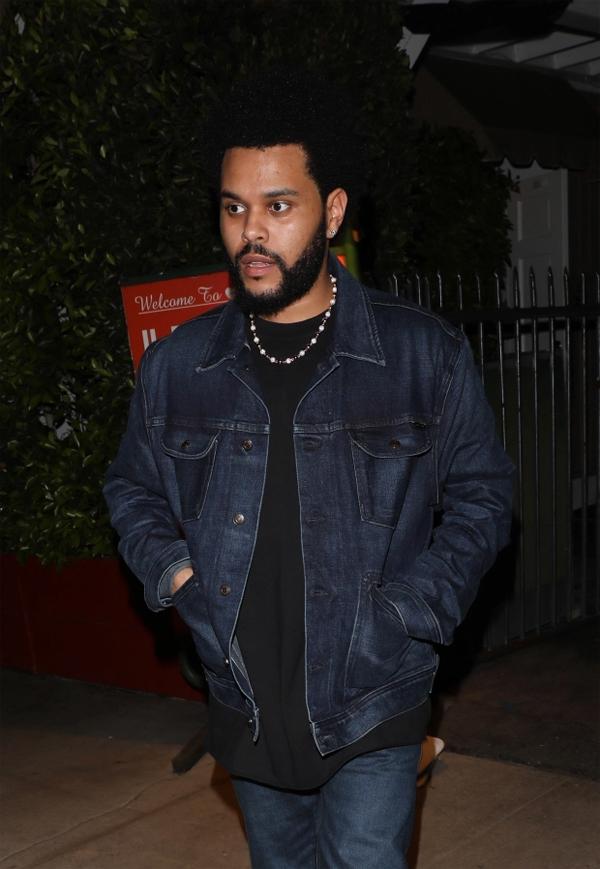 The Weeknd được cho là gặp gỡ Angelina Jolie để tư vấn về công việc diễn xuất.