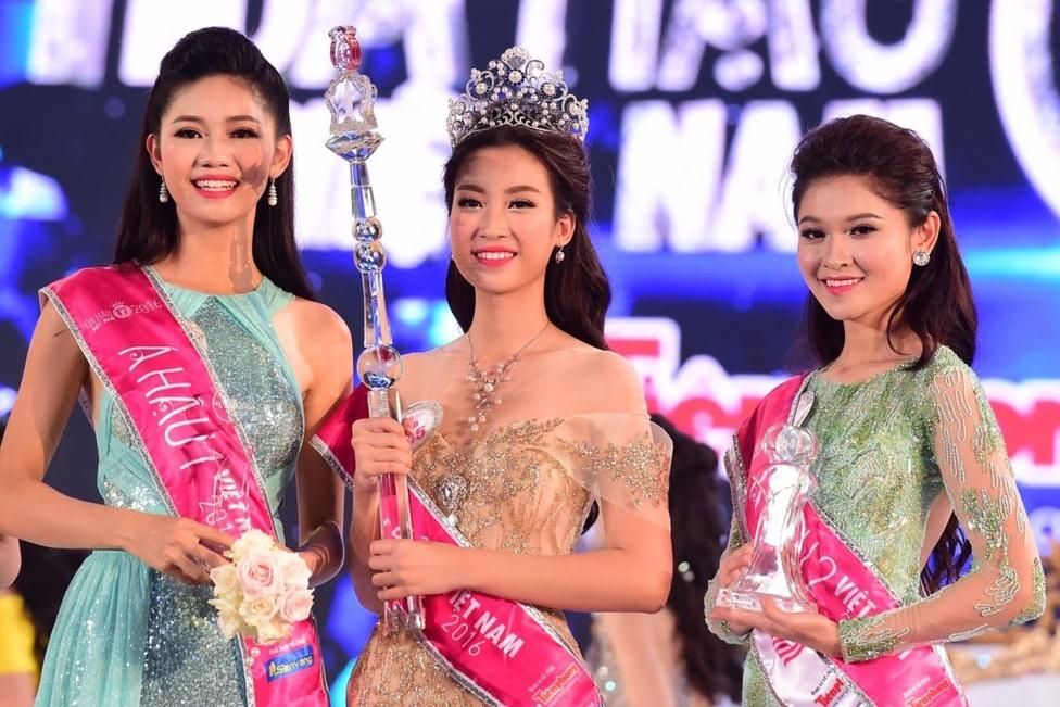 Top 3 Hoa hậu Việt Nam 2016 lần lượt là: Thanh Tú, Đỗ Mỹ Linh, Thùy Dung (từ trái qua).