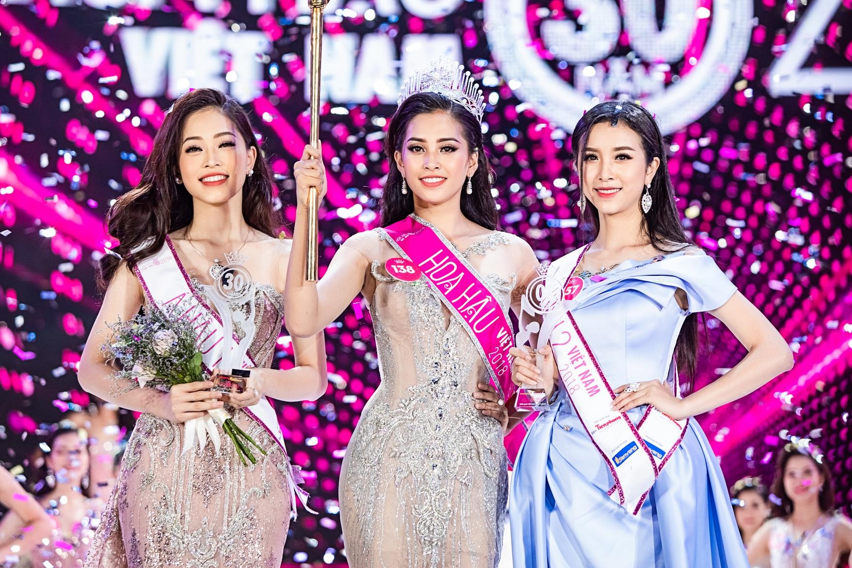 Sau nhiều tháng tranh tài, ban giám khảo Hoa hậu Việt Nam 2018 chọn ra top 3 xuất sắc: Phương Nga, Tiểu Vy, Thúy An (từ trái qua).